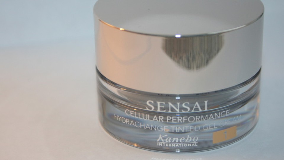sensai-cellular-performance-hydrachange-tinted-gel-cream-7