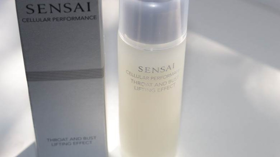 sensai-throat-and-bust-lifting-effect-3